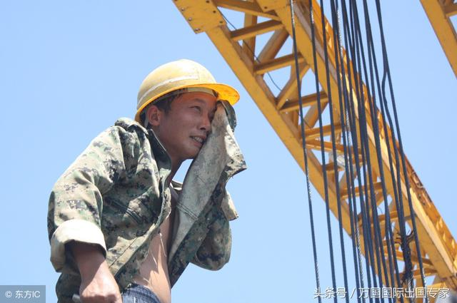 出国工作小视频,海外工作攻略,出国打工头条-90后男孩在澳洲当建筑工月薪3万,买车游南澳换工作自学室内装修