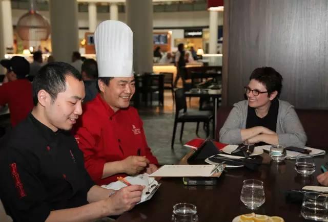 出国工作小视频,海外工作攻略,出国打工头条-别着急羡慕国外的厨师,这些是厨师出国工作需要注意的问题