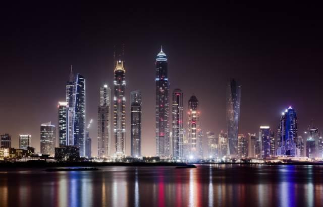 出国工作小视频,海外工作攻略,出国打工头条-在国际大都市的迪拜工作是一种怎么样的体验?